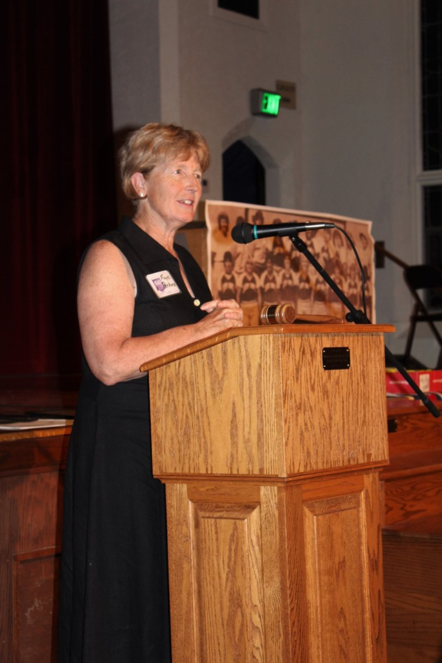Faye Perkins Coach 1985 Womens Softball Team accepting Athletic HOF award.jpg